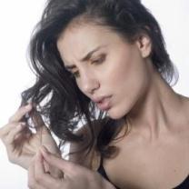 Utilisant-des-ingrédients-naturels-et-de-vos-cheveux-sont-toujours-secs