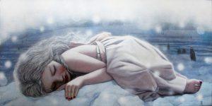 Femme-allongee-sur-la-neige